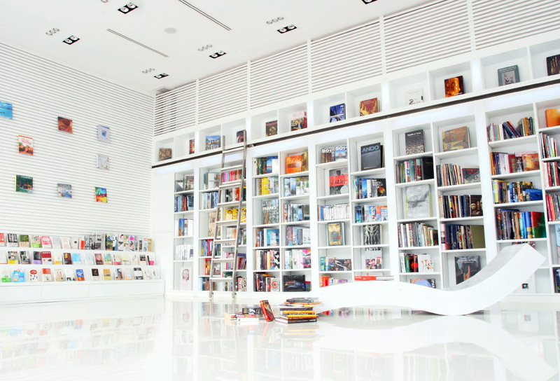 The theme building of The Library Koh Samui is named The Lib, with its impressive collection of books to leaf through and an array of DVD movies and music CDs of various genres to enjoy. Minimalist alabaster-white interiors coupled with stunning views of the sea and the Red Pool provide a picture-perfect backdrop to an afternoon of light reading and relaxed entertainment.